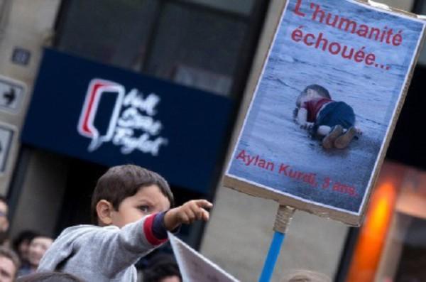 Aylan Kurdi, Napalm girl, stories behind iconic photos