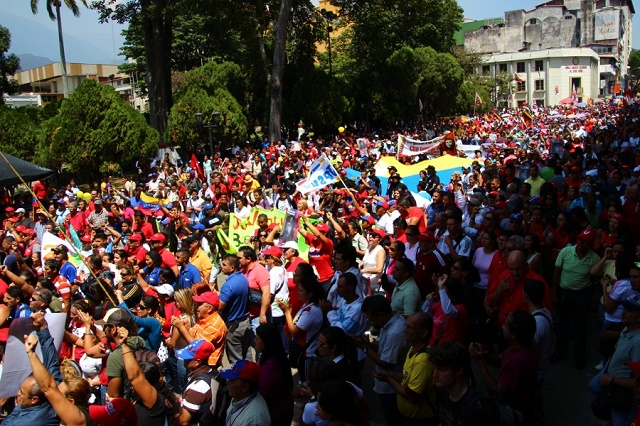 Ceasefire - Thousands of Chavistas marched through central Merida - Ryan Mallett-Outtrim -Venezuelanalysis