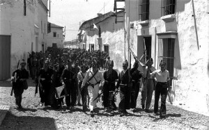 Falangist troops pour through the newly captured town of Tocina, August 1936 (Photo: ICAS-SAHP, Fototeca Municipal de Sevilla, Fondo Serrano)