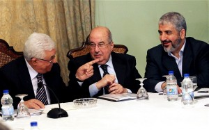 Palestinian President Mahmoud Abbas, left to right, Salim al-Zanoun, head of Palestinian national council and Hamas' supreme leader, Khaled Mashaal attend a meeting in Cairo (Photo: EPA)