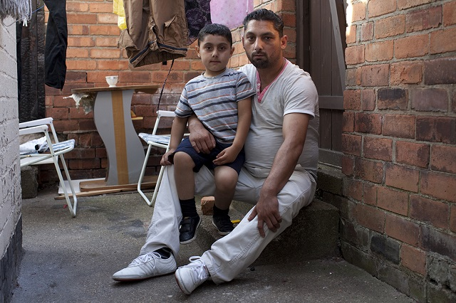 Father with son © Mahtab Hussain - The Commonality of Strangers 2014