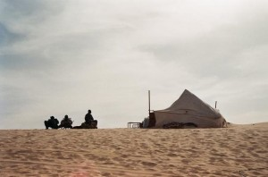 Malian security forces running a surveillance camp around the dunes outside Timbuktu, January 2012 (Photo: Oualid Khelifi)