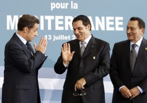 Tunisia's President Ben Ali is greeted by France's President Sarkozy and Egypt's President Mubarak at EU-Mediterranean summit in Paris