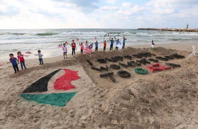 palestinians-gaza-beach