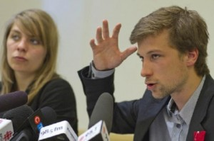 CLASSE spokespeople Gabriel Nadeau-Dubois and Jeanne Reynolds denounce violence (Source: Le Devoir)