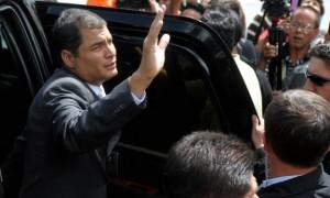 Ecuadorean President Rafael Correa (C) w